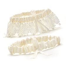 Timeless Treasure Keep and Toss Garter Set - Ivory